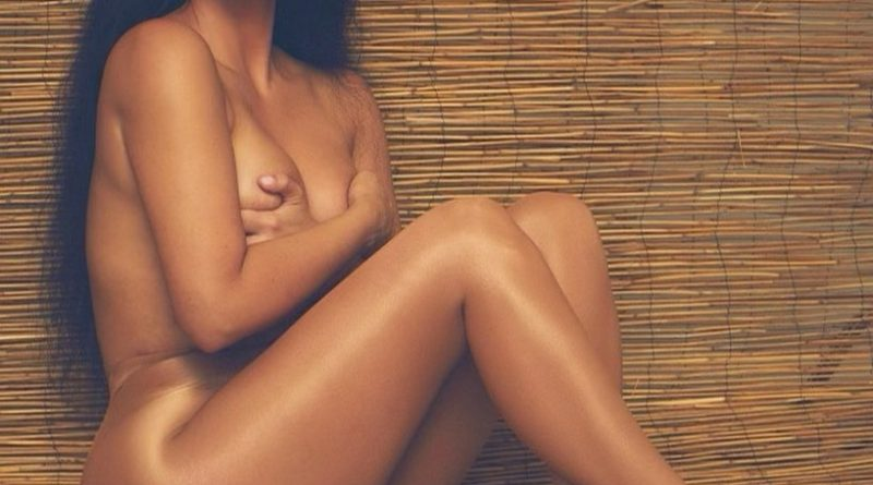 KIM KARDASHIAN POSES NUDE FOR HER FANS.