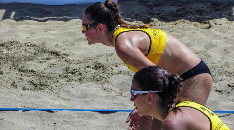 Volleyball on Bondi & Tamarama beaches under review after complaints of risk to beach goers